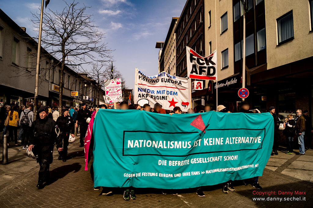 NIKA Block auf Antira Demo in Bielefeld