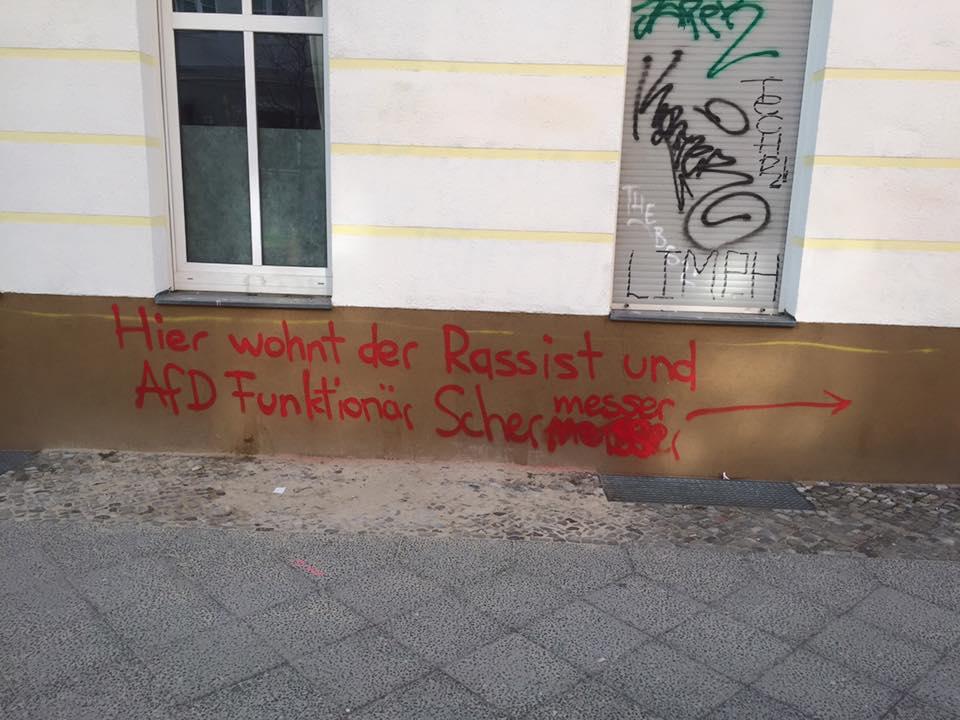 Mit roter Farbe gegen die AfD. März 2016, Berlin-Friedrichshain